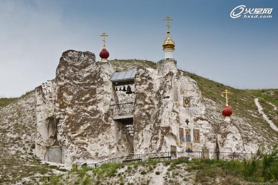 建筑界的奇迹!用石头雕刻的洞穴教堂设计