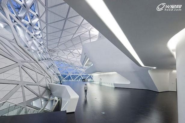 女怪才建筑设计师扎哈·哈迪德作品赏